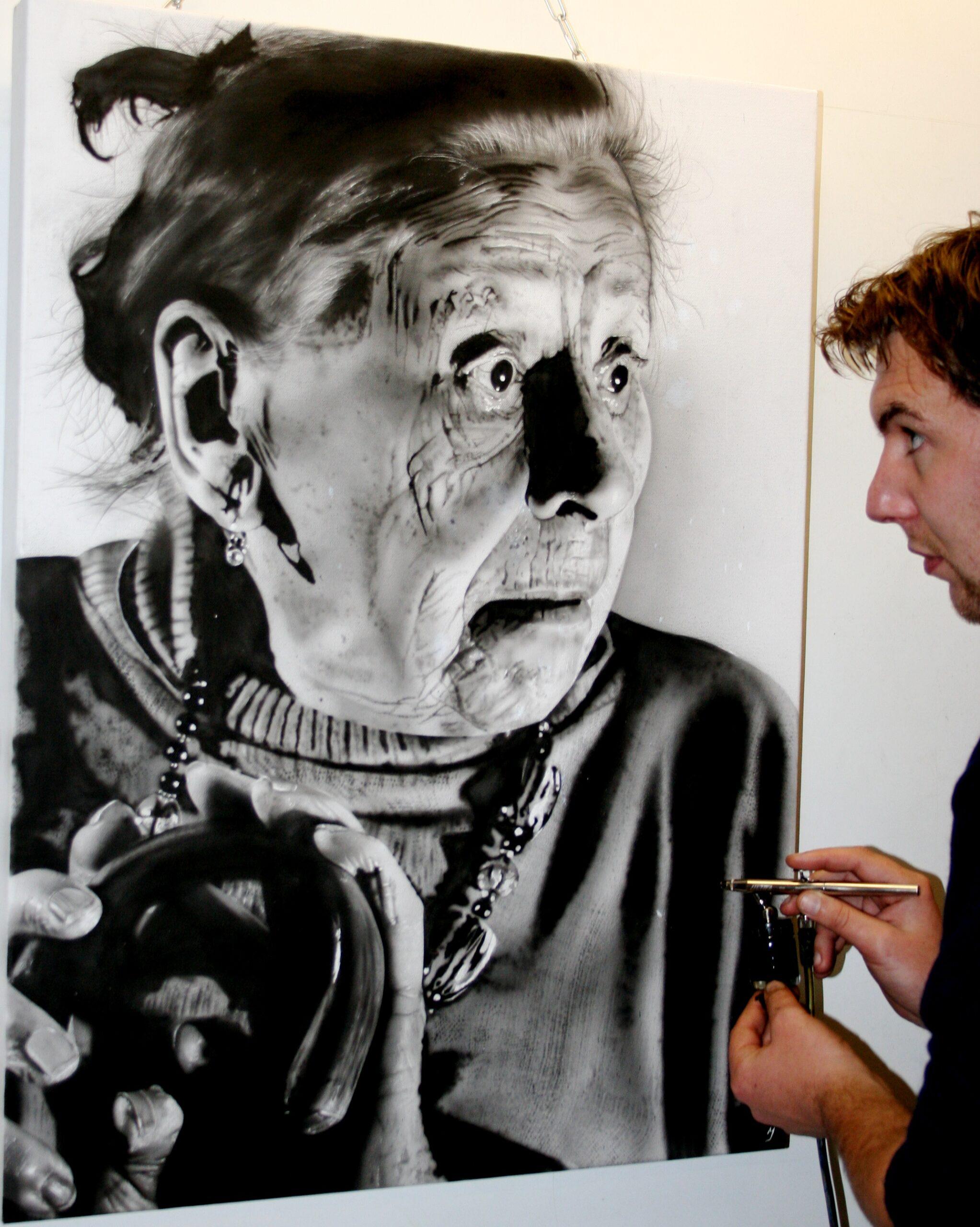 Peindre un visage noir et blanc à l'aérographe